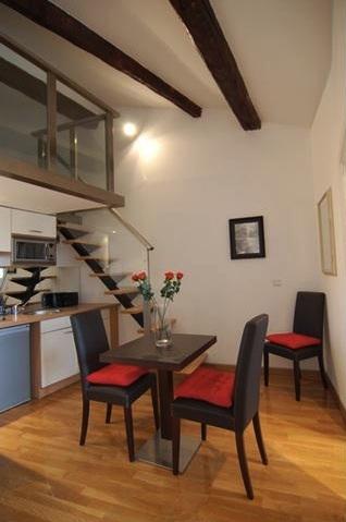 Cuisine meublée dans un appartement rénové de Nice
