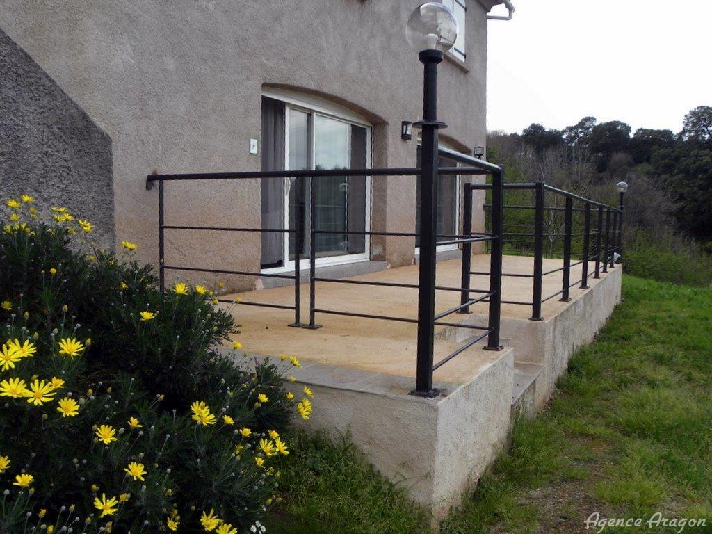 maison moderne sur la plaine orientale dans la commune castellare di casinca vente. Black Bedroom Furniture Sets. Home Design Ideas